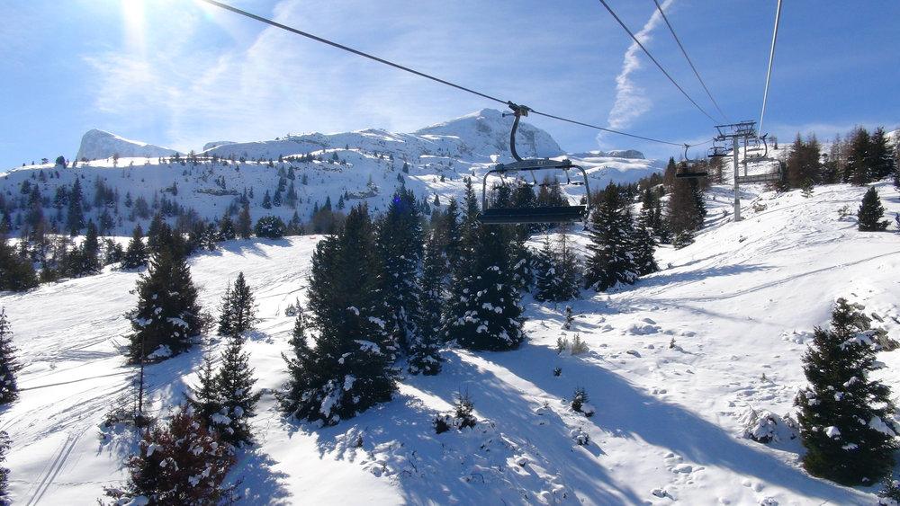En route pour les pistes de ski de Superdevoluy (avec vue sur le Pic de Bure) - © Stéphane GIRAUD-GUIGUES / Skiinfo.fr