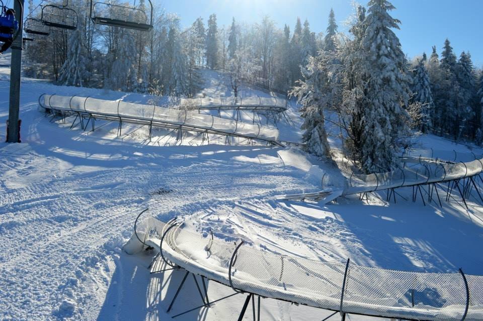 Nelyžiarom aj dosýta vylyžovaným lyžiarom sa na Rači ponúka najdlhšia slovenská zimná bobová dráha! - © Facebook Snow Paradise Veľká Rača Oščadnica
