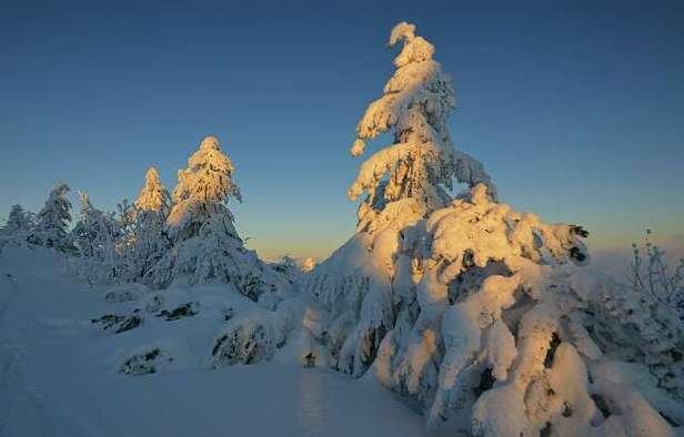 Die Sonne leckt am Schnee,aber auf den Pisten ist alles i.O.