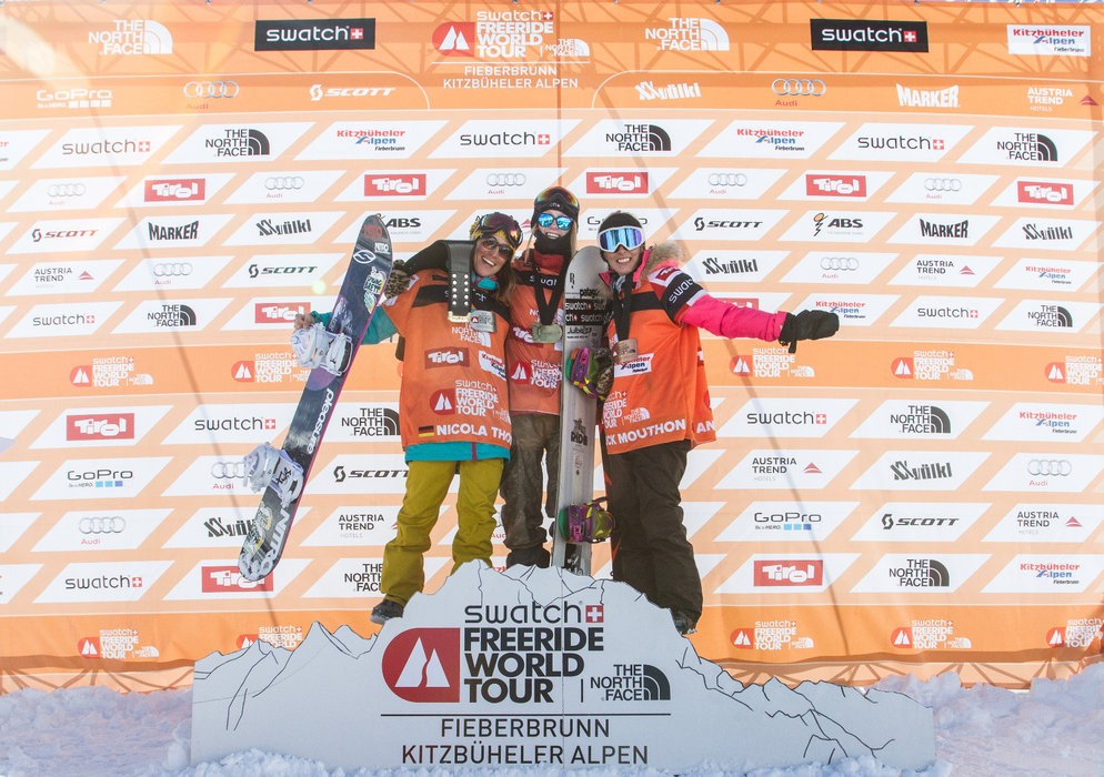 Podest der Snowboard-Damen: Estelle Balet (1.), Nicola Thost (2.) und Anouck Mouthon (3.) - © Freeride World Tour | D. Daher