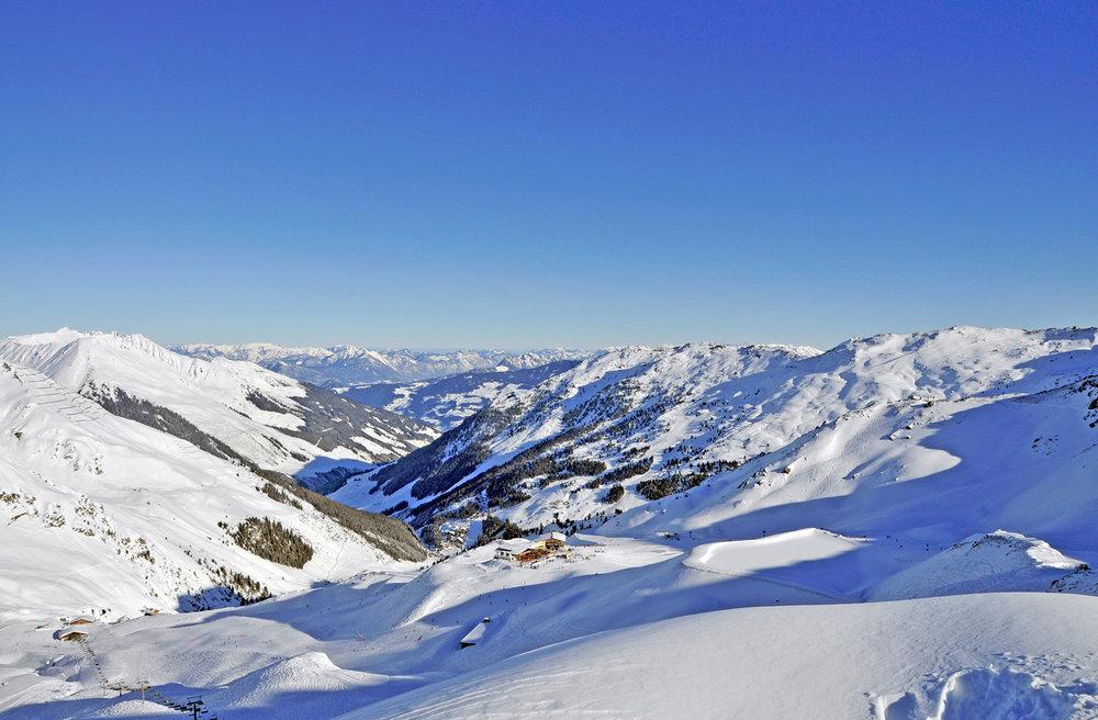Das schneesichere Skigebiet Hochfügen im Zillertal - © Skilifte Hochfügen