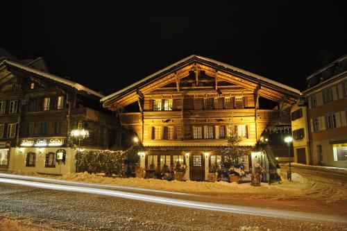 Winterabend in Unterseen - © Interlaken Tourismus - swiss-image.ch/Jost von Allmen