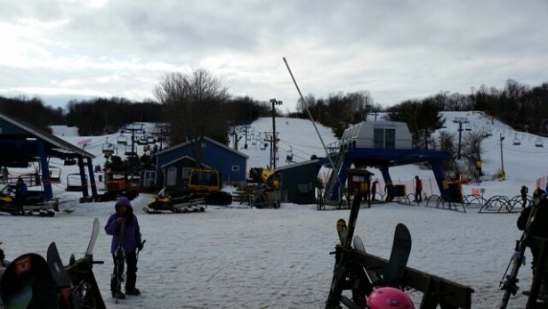 Mount Southington Ski Area - great place to take your kid. was my 7 year Olds first day and we had a blast! - © skibum