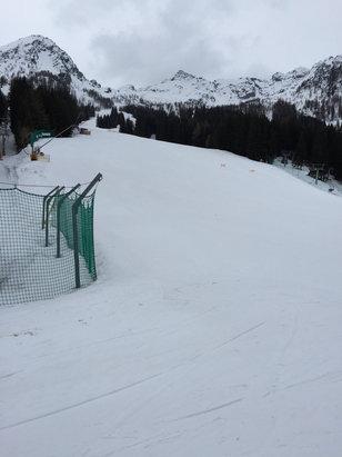 Aprica - Neve primaverile e bagnata ..comunque piste belle e lunghe , ma impraticabili a valle  - © iPhone di Adriano