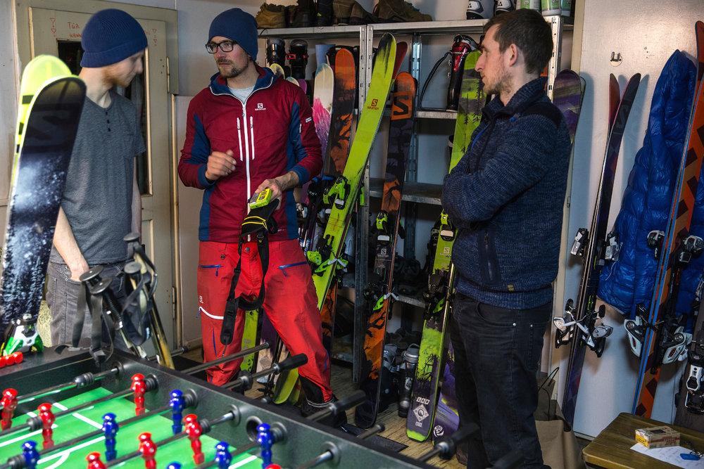 Einweisung in das Material: Beim Freeriden muss man passend ausgerüstet sein - © Christoph Jorda | www.christophjorda.com