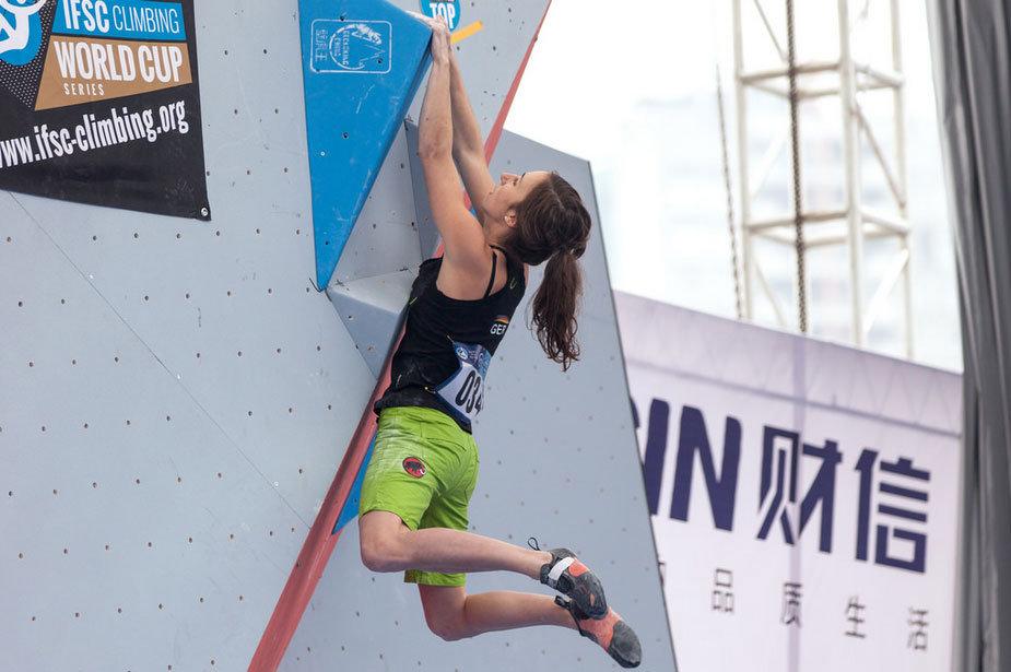 Juliane Wurm hangelt zum Sieg: In China holte die Deutsche ihren zweiten Weltcup-Sieg - © Heiko Wilhelm