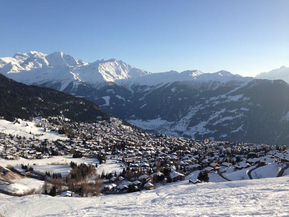 Sanft fällt die Sonne über die Berge herein ins Tal - © Skigebiet Verbier