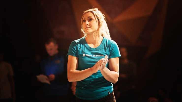 Sylwia Buczek vom Team Siegen - © HardMoves Boulderleague
