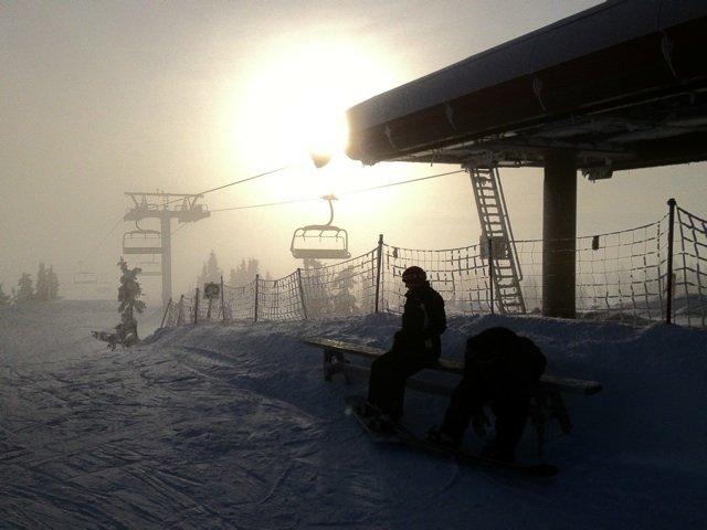 Sol og tåke på toppen - ©Kbrow @ Skiinfo Lounge