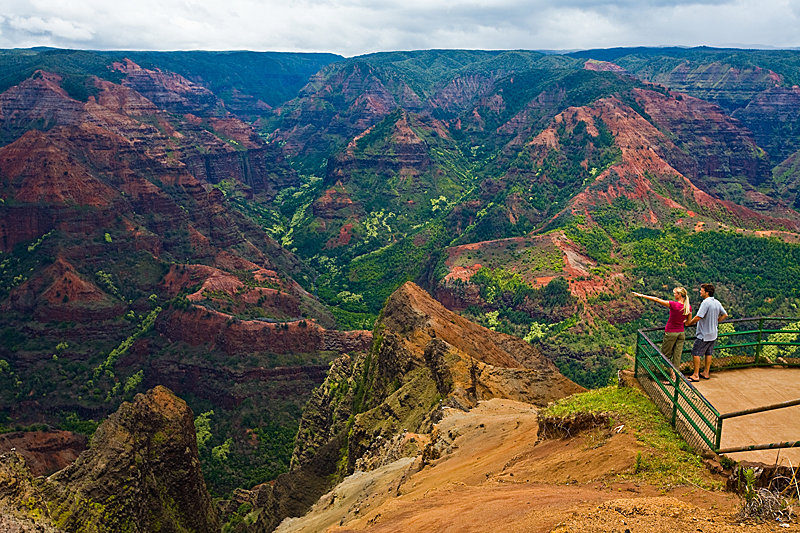Die Aussicht auf dem Waimea Canyon genießen - © Hawaii Tourism Authority (HTA) / Tor Johnson
