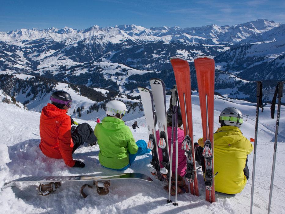 Petite pause contemplation sur les pistes de ski de Gstaad - © Gstaad Saanenland Tourismus