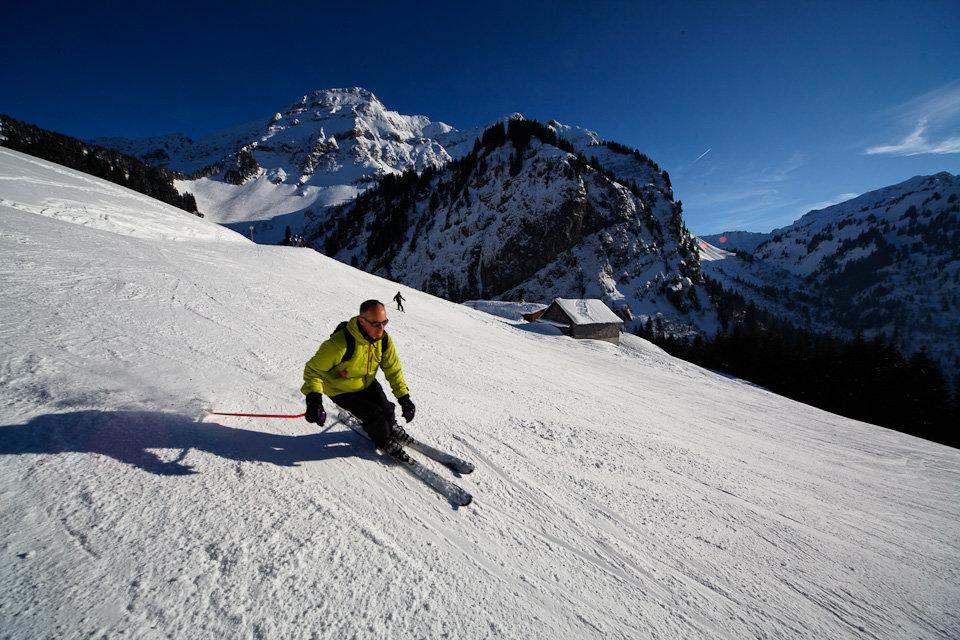 Sur les pistes de ski de Bellevaux-Hirmentaz - © Office de Tourisme des Alpes du Leman