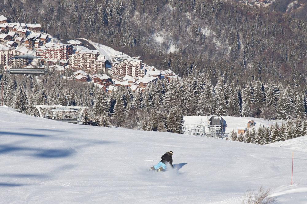 Conditions idéales (soleil et neige fraîche) sur les pistes de ski de la Tania - © Robin Garnier
