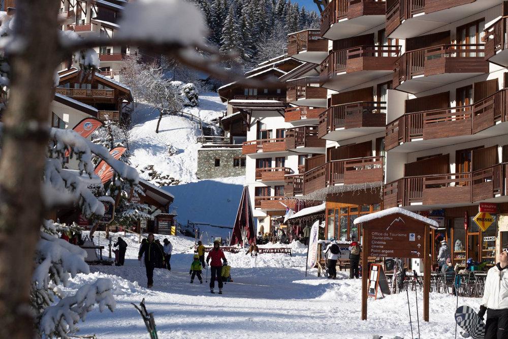 La Tania, une station skis aux pieds - © OT La Tania