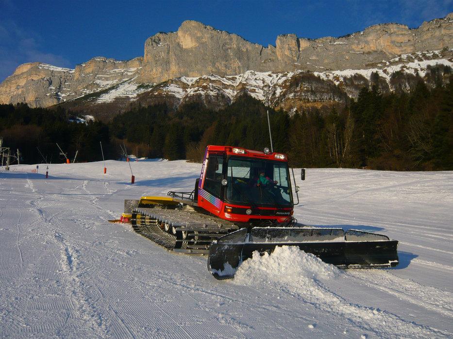 Préparation et damage des pistes de ski de Saint Hilaire du Touvet - © Office de Tourisme des Petites Roches