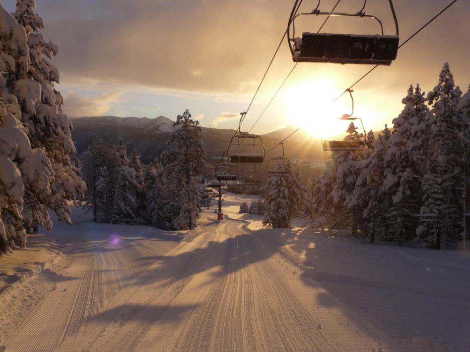 Fin de journée sur les pistes de ski de Formiguères - © Station de ski de Formiguères