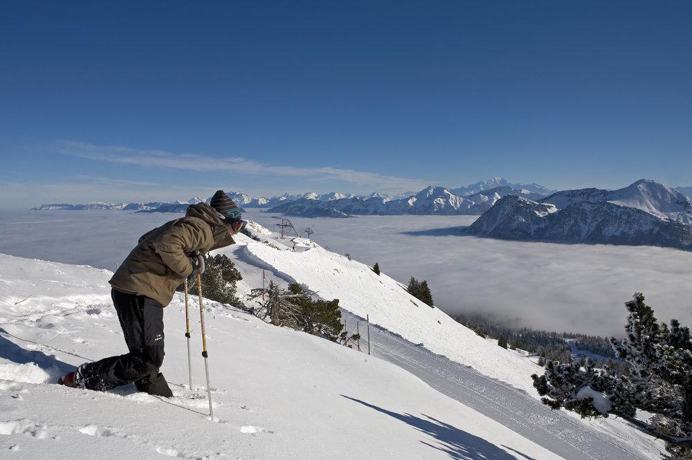 Sesssion ski hors-pistes sur les pentes enneigées de Margériaz - © OT des Aillons-Margériaz