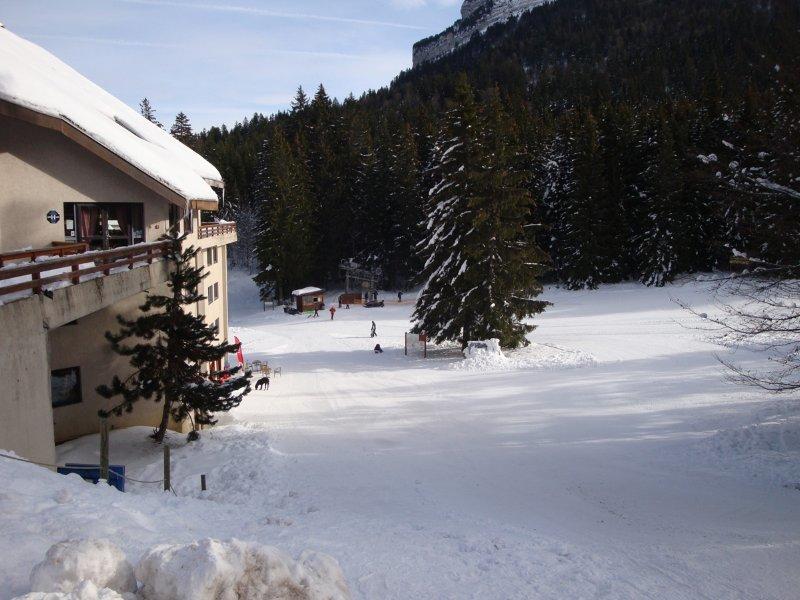 Le téléski de l'hôtel à proximité de l'Hotel restaurant Le Cartusia au Col de Porte - © Station de ski du Col de Porte