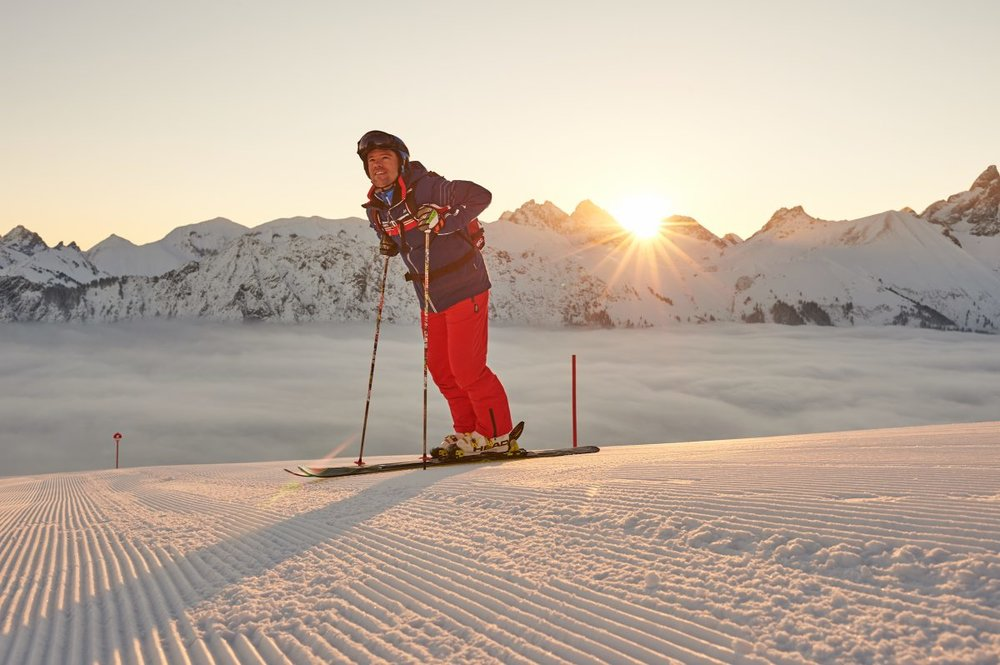 Skifahren im Sonnenuntergang in Fellhorn-Kanzelwand - © Fellhornbahn GmbH