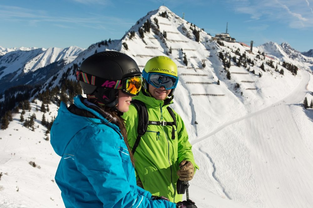 Skifahren am Walmendingerhorn, mit Panoramablick über die Berge - © Fellhornbahn GmbH