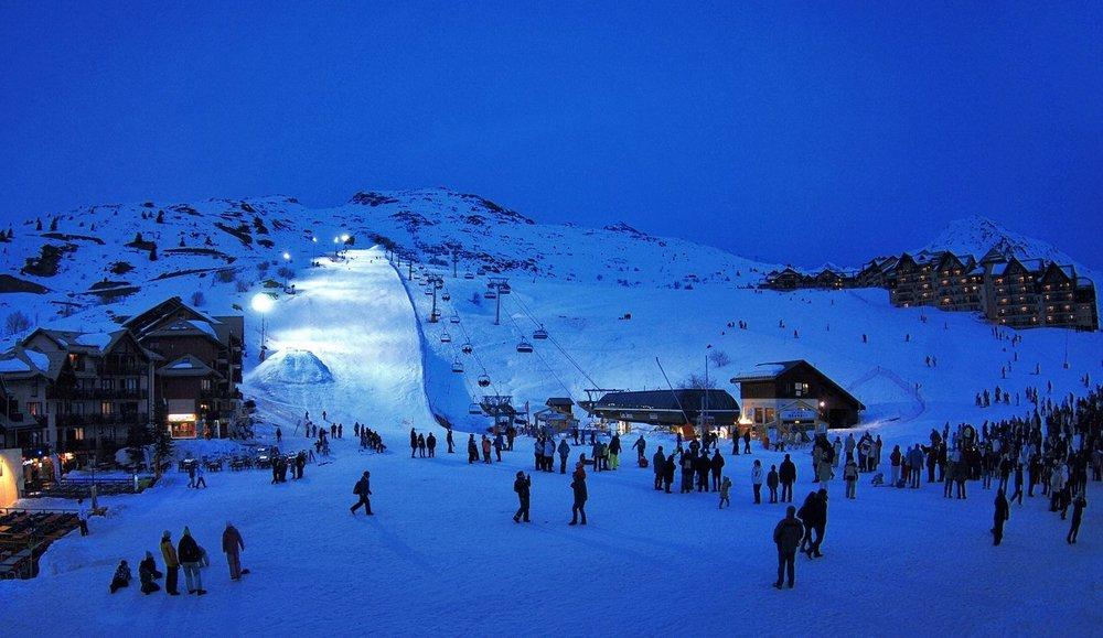 Ski en nocturne à Valmeinier - © OT de Valmeinier