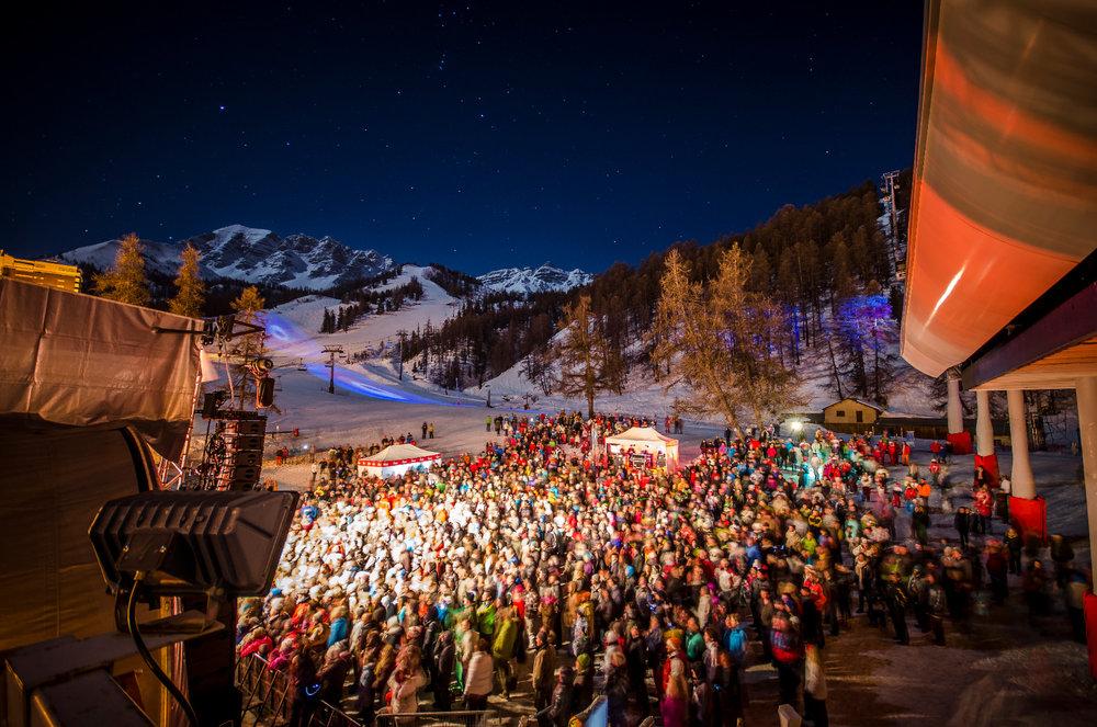 A Vars la saison de ski débute toujours par un concert gratuit en plein air à l'occasion du Vars en Scènes - © Rémi Morel