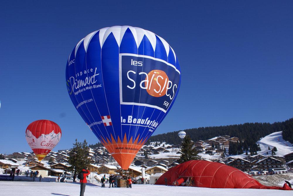 Les Jeux Aériens, l'un des principaux événements qui se tient chaque hiver aux Saisies - © OT des Saisies / Facebook