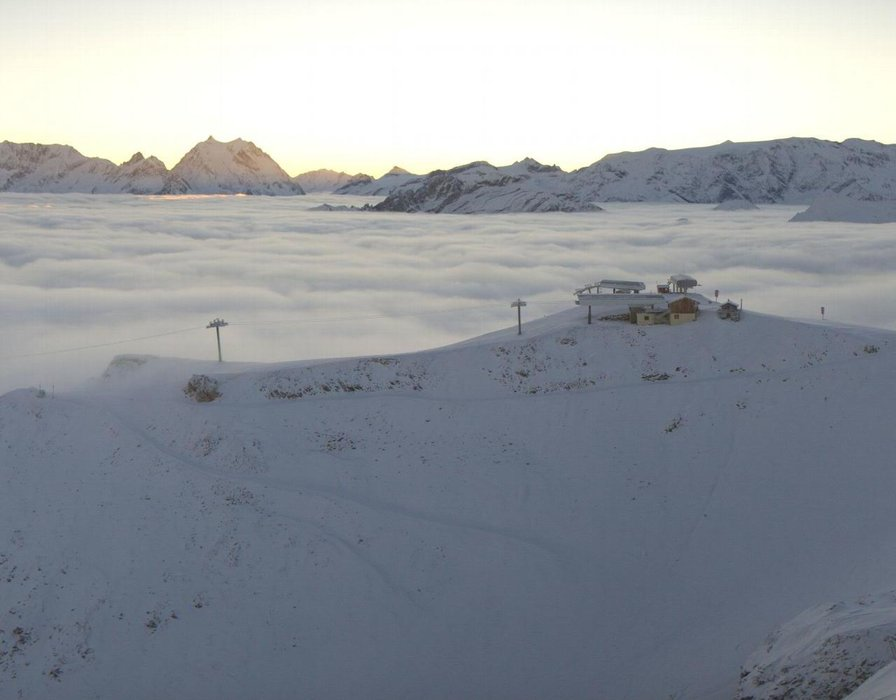 Wake up with snow at Courchevel (October 16, 2015)