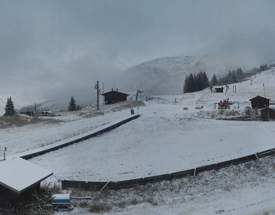 Wake up with snow at La Rosière (October 16, 2015)