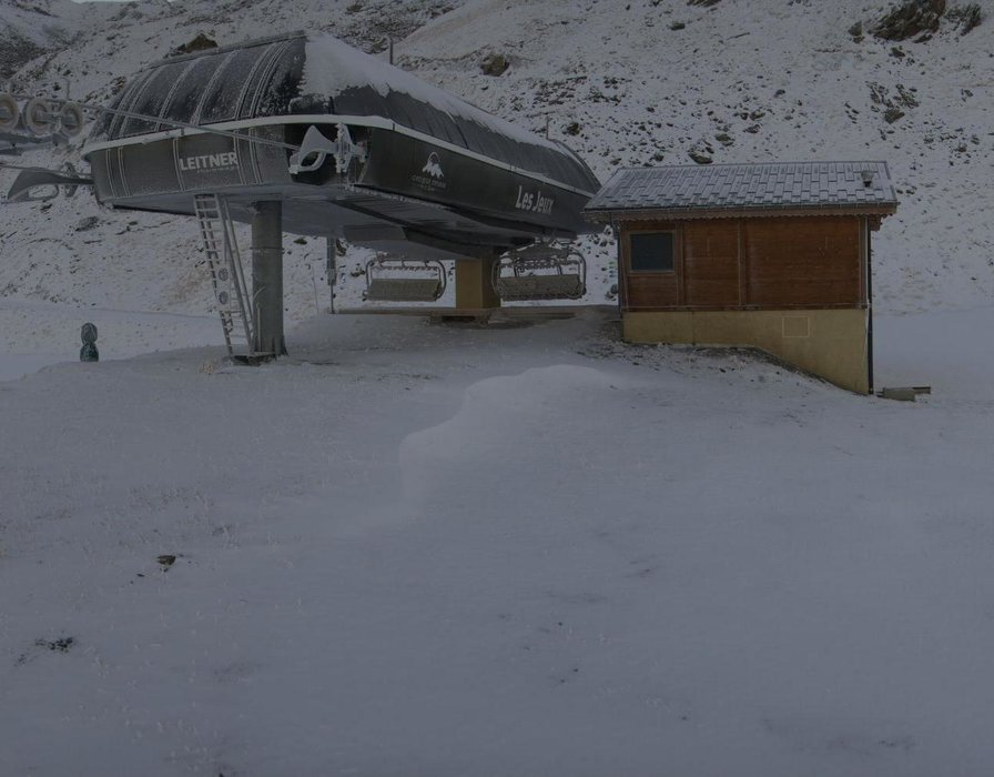 Wake up with snow at Valmeinier (October 16, 2015)