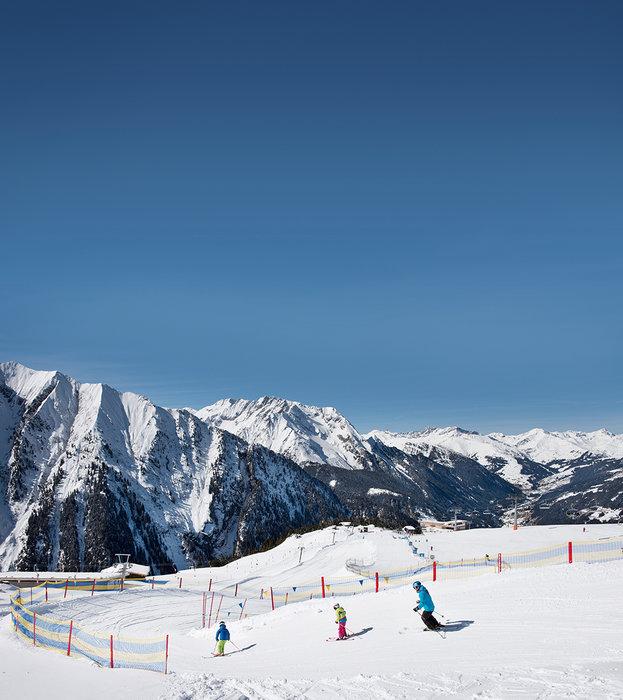 Umringt von Bergen, macht das Skifahren gleich noch mehr Spaß - © Mayrhofner Bergbahnen AG