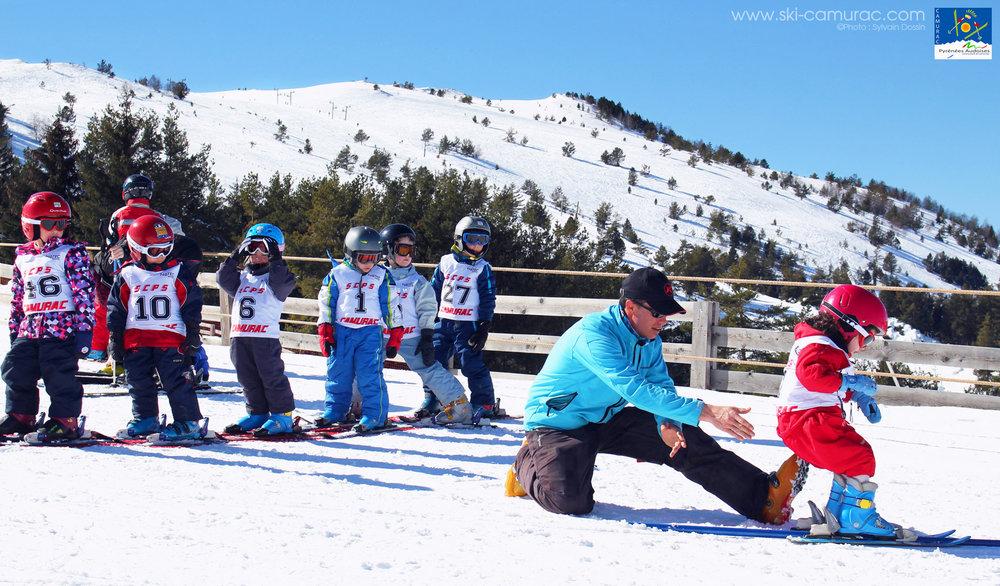Apprentissage du ski sur les pistes de Camarac - © Sylvain Dossin / Station de ski de CAMURAC