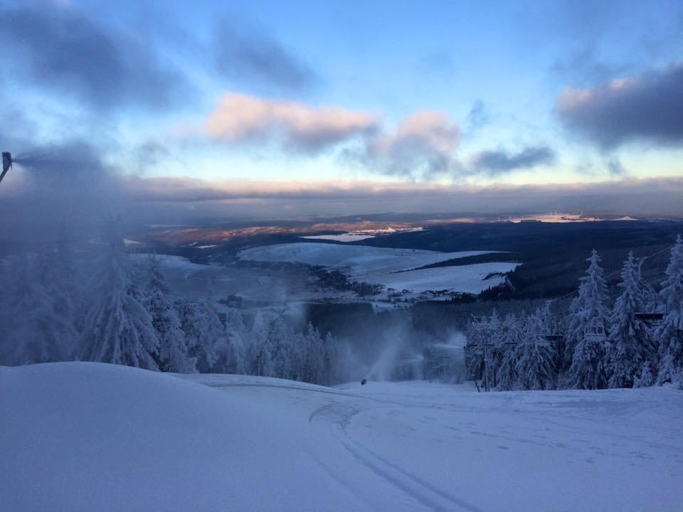 Zasněžování na Klínovci pokračuje i v pátek 27.11.2015 - Pařezovka - © facebook Klínovec