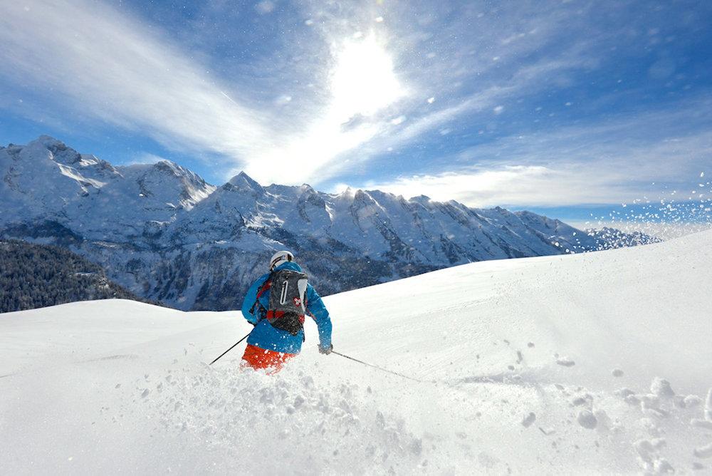Grand ski sur les pentes enneigées du Grand Bornand - © David Machet / Les Aravis