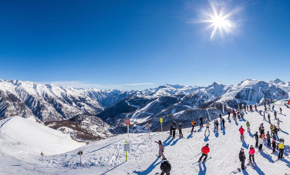 Ambiance hivernale et paysage grandiose sur le domaine skiable d'Auron - © R. PALOMBA / Stations du Mercantour