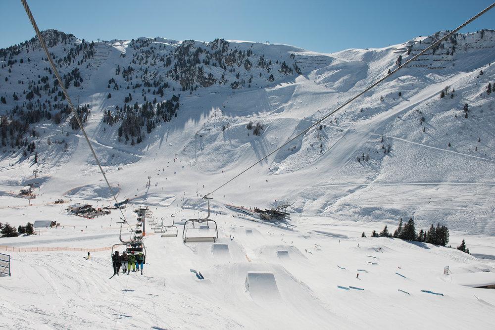 Das weitläufige Skigebiet Mayrhofen ist neuerdings günstig mit dem Fernbus zu erreichen - © Mayrhofner Bergbahnen