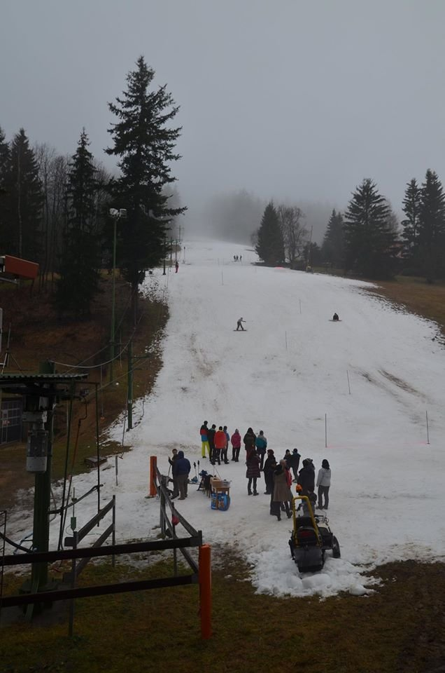 Omezené podmínky, ale pro lyžaře spousta zábavy - Desná-Černá Říčka 19.12.2015 - © facebook