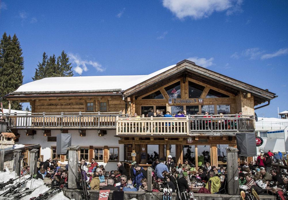 Urig einkehren beim Drehmöser im Skigebiet Garmisch Classic - © Bayerische Zugspitzbahn / Matthias Fend