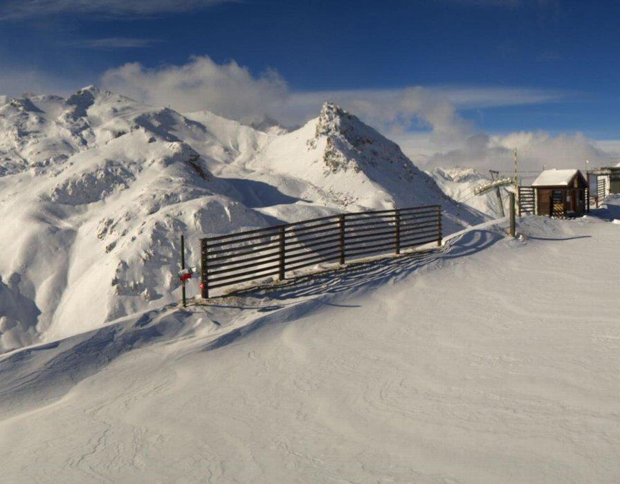 Sommet de la Cucumelle à Serre Chevalier. Encore quelques centimètres et la saison de ski pourra débuter !