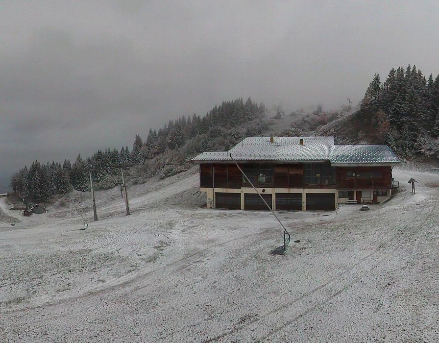 Wake up with snow at Monts Jura (October 16, 2015)