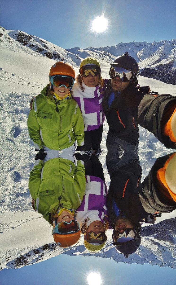 Session ski entre amis à Hautacam - © Simon Courtin