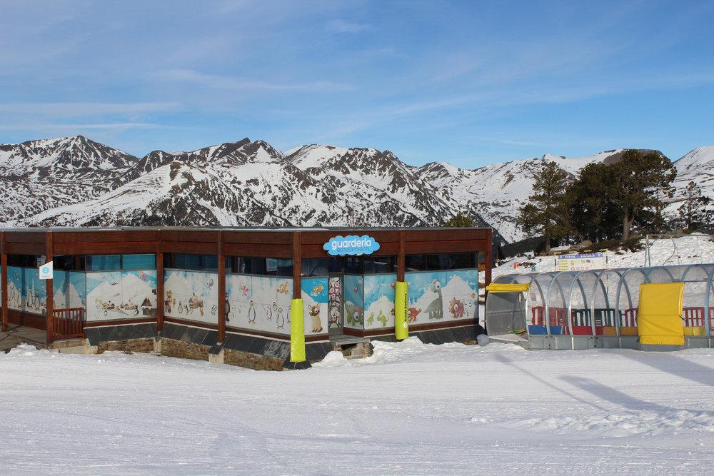 Garderie pour enfants en altitude (directement accessible depuis le domaine skiable dans avoir à déchausser) - © Pauline Landais-Barrau / Skiinfo