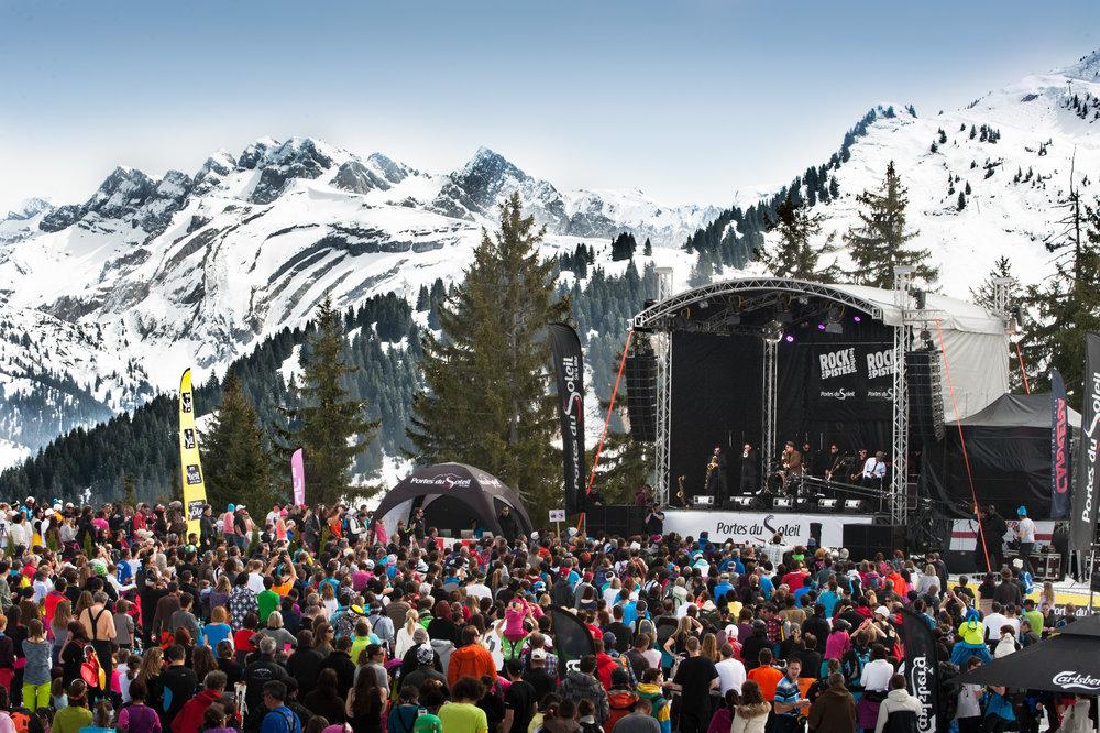 Le festival « Rock The Pistes » aux Portes du Soleil propose des concerts aux quatre coins du domaine skiable - © JB Bieuville