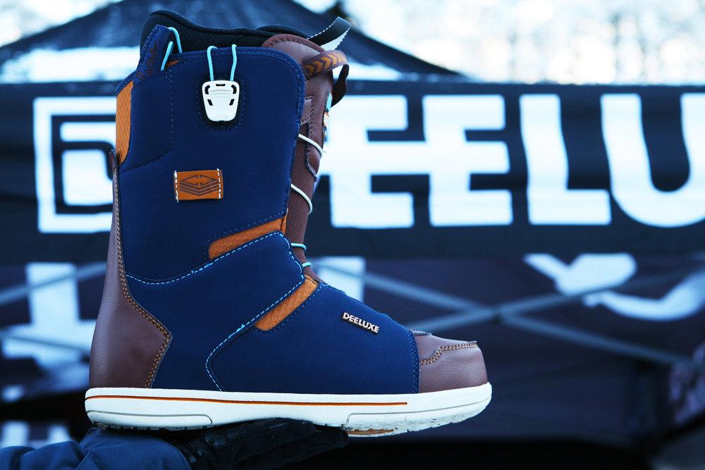 Der Joyce Snowboard Boot mit patentierter C3-Konstruktion bietet trotz weichem Flex perfekten Support. Das ermöglicht der dreiteilige Aufbau mit zwei Flex-Zonen und separater Fersenschnürung - © Stefan Drexl