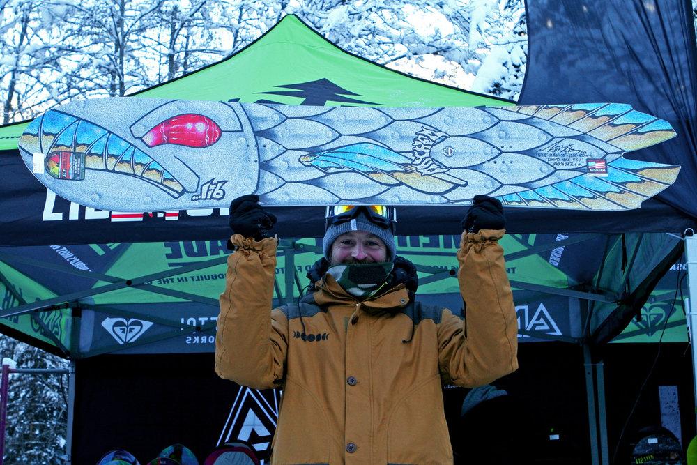Tobi Leyendecker (Lib Tech Snowboards): Das Lib Tech Mayhem ist ein Round-Nose Fish der in Kooperation mit Lost-Surfboards entstand. Die breite Nose und das tiefe Swallow-Tail stehen für kompromisslose Powder-Performance - © Stefan Drexl