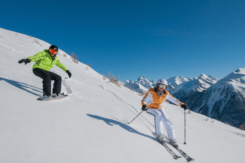 Conditions idéales (soleil et neige fraîche) sur les pistes de ski d'Abriès - © M. Molle / OT du Queyras