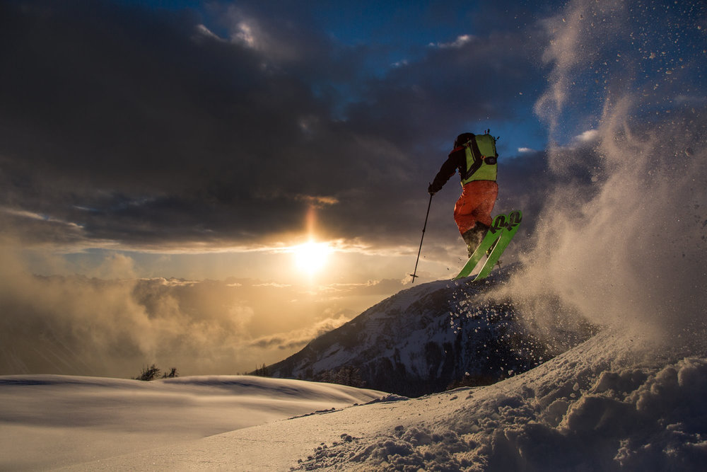 Airtime bij zonsondergang, The Whitehearts in Leukerbad. - © WhiteHearts