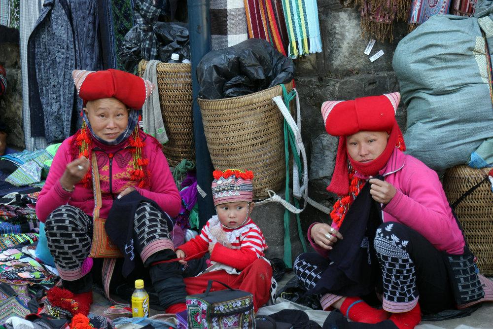 Noch mehr Frauen, die Souvenirs verkaufen - © Karsten-T. Raab