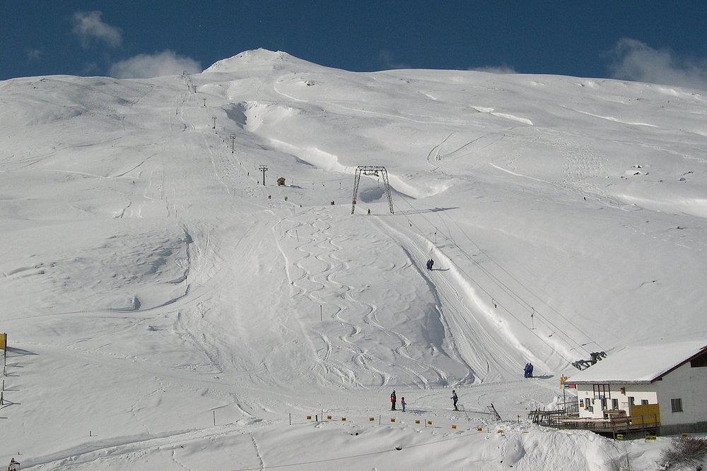 Blick auf den Skilift Tscheischa - © www.skilifte-avers.ch