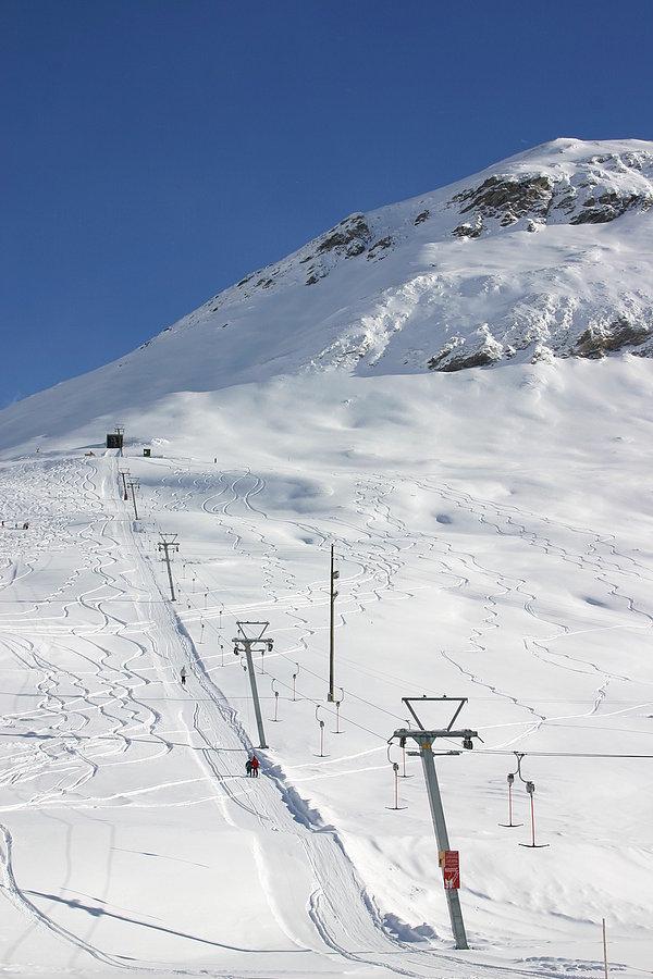 Zu sehen ist der Skilift Cavetta - © www.skilifte-avers.ch